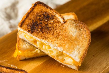 Foto für Homemade Grilled Macaroni and Cheese Sandwich Ready to Eat - Lizenzfreies Bild