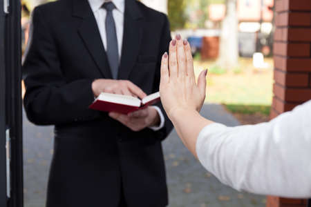 Jehovah's witness wants to evangelize and refusing woman
