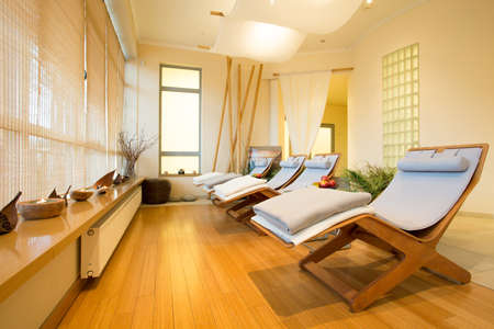 Photo pour Close-up of loungers in cozy spa room - image libre de droit