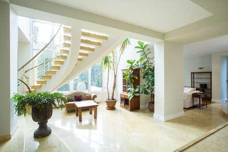 Photo pour Open space inside greek style house, horizontal - image libre de droit