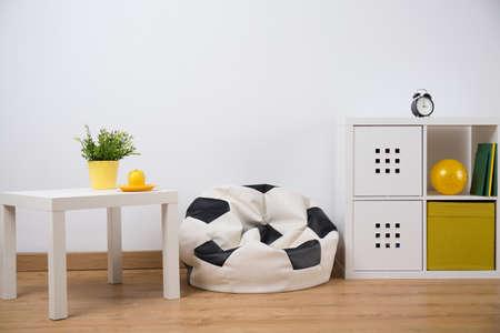 Foto de Horizontal view of teenage boy room design - Imagen libre de derechos