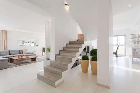Foto de Minimalistic spacious house interior with two floors - Imagen libre de derechos