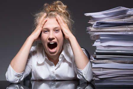 Photo pour Young woman frustrated and stressed at work - image libre de droit