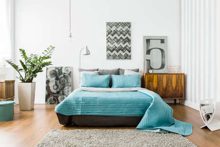 Photo pour Interior of cozy bedroom in modern design - image libre de droit