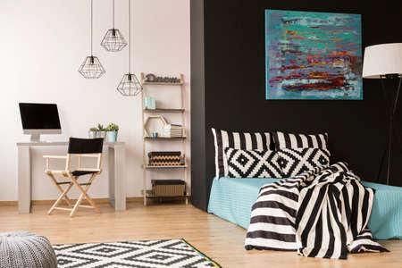 Photo pour Modern studio with desk, computer and king-size bed - image libre de droit