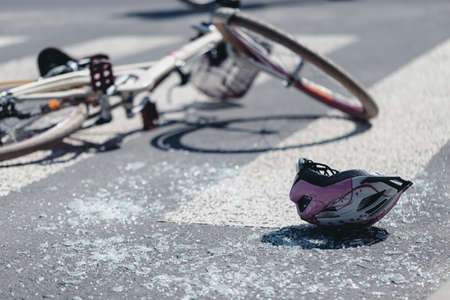 Photo pour Helmet and bicycle on pedestrian crossing after traffic accident - image libre de droit
