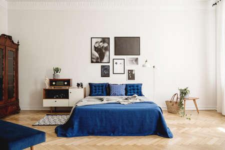 Foto de Mockup gallery on the wall of navy blue vintage bedroom in tenement house. Real photo concept - Imagen libre de derechos