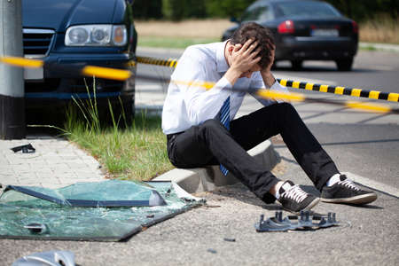 Photo pour Car accident with bicycle on the street in the city - image libre de droit