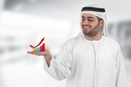 Photo pour arabian businessman with a chart diagram presentation  - image libre de droit