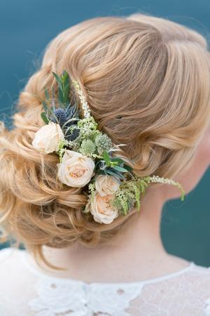 Photo pour Bridal hairstyle with fresh flowers back view, close up - image libre de droit