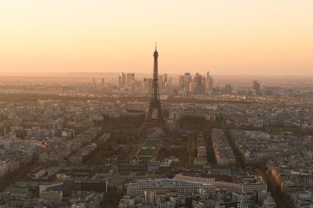 Photo pour cityscape of Paris with eiffel tower at sunset - image libre de droit