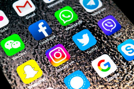 Photo pour Sankt-Petersburg, Russia, February 16, 2019: Apple iPhone X with icons of social media facebook, instagram, twitter, snapchat application on screen. Social media icons. Social network - image libre de droit