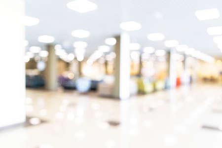Foto für Blurred defocused bokeh background of exhibition hall or convention center hallway. Business trade show modern white interior architecture. Abstract blur modern business office background - Lizenzfreies Bild