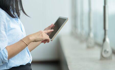 Photo pour Close-up of businesswoman using a digital tablet - image libre de droit