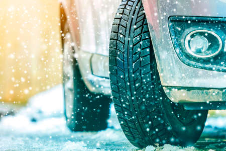 Photo pour Close-up of car wheel in winter tire on snowy road - image libre de droit