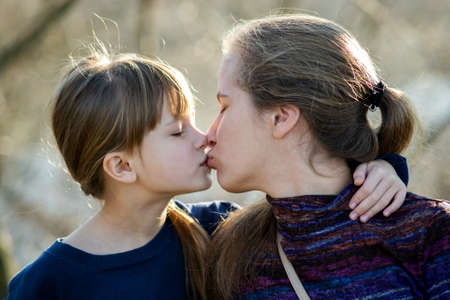 Photo pour Young mom and her daughter girl together outdoors. - image libre de droit