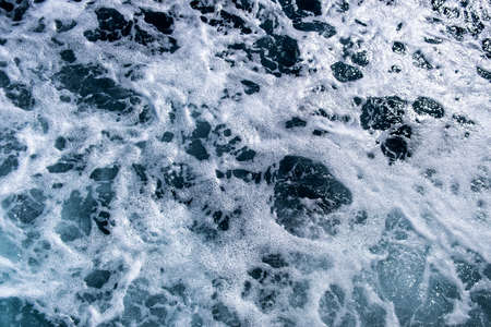 Photo pour Top down aerial view of sea water surface. White foam waves texture as natural background. - image libre de droit
