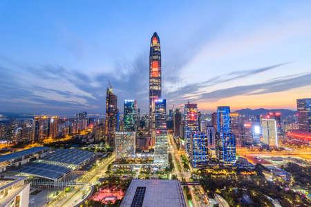 Foto de The twilight skyline of Shenzhen - Imagen libre de derechos