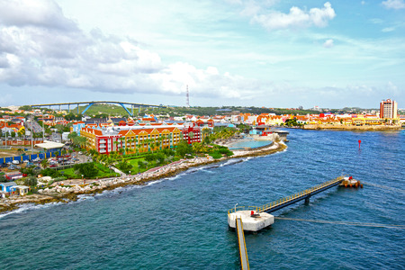Photo pour Willemstad, Curacao, Netherlands Antilles. Colourful houses and commercial buildings of Punda, Willemstad Harbor, on the Caribbean island of Curacao, Netherlands Antilles - image libre de droit