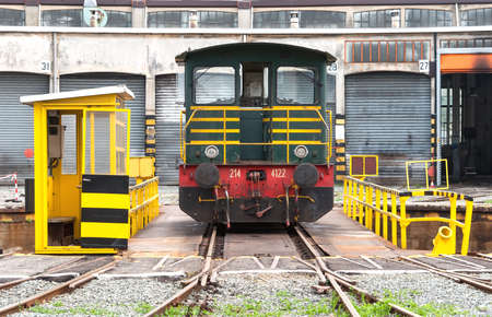 Rotating platform for trains recovery