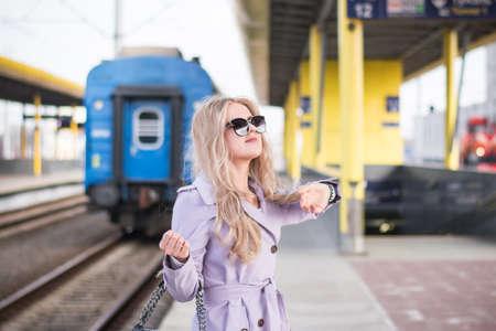 Photo pour Stylish Beautiful russian girl blonde - image libre de droit