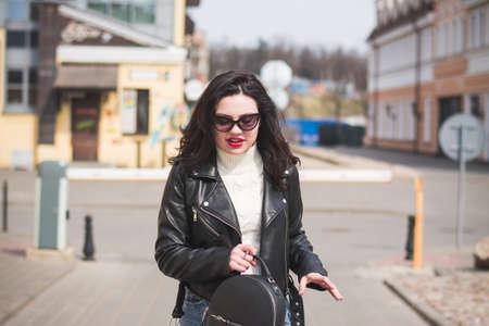 Photo pour lifestyle fashion portrait of young stylish hipster woman - image libre de droit