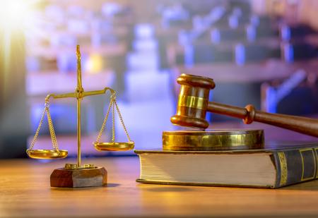 Photo pour Wooden judge hammer, Law theme, mallet of justice, books, wooden scale - image libre de droit