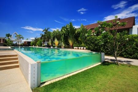 Photo pour Luxury resort swimming pool against blue sky - image libre de droit