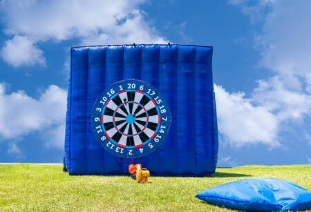 Photo pour Giant inflatable foot dart board in outside/outdoor. - image libre de droit
