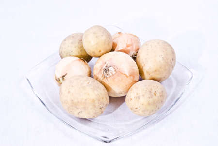 The onion, also Bulbus, is mostly educated low sheets from meat thickened, the lowest mostly also subterranean shoot of numerous plants, (e.g., of the lily plants or leek plants). Confessing the potato (Solanum tuberosum), in parts of Germany, in Austria