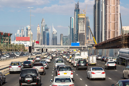 Foto de Traffic jam at Sheikh Zayed Road in Dubai in a summer day - Imagen libre de derechos