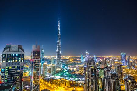 Foto de Aerial view of downtown Dubai in a summer day, United Arab Emirates - Imagen libre de derechos