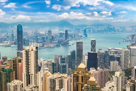 Photo pour Panoramic view of Hong Kong business district in a summer day - image libre de droit