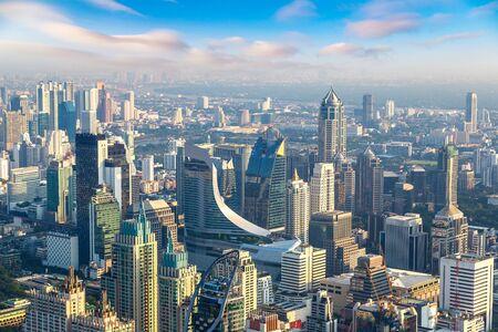 Photo pour Aerial view of Bangkok in a summer morning - image libre de droit