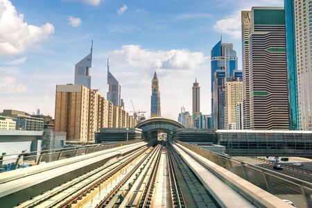 Photo pour Dubai metro railway in a summer day in Dubai, United Arab Emirates - image libre de droit