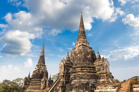 Photo pour Ayutthaya Historical Park in Ayutthaya, Thailand in a summer day - image libre de droit