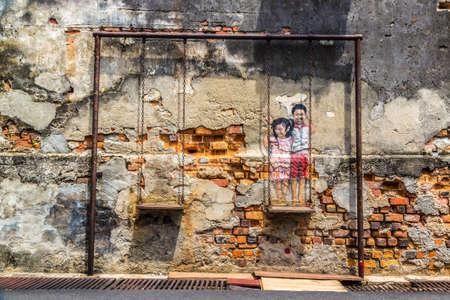 Photo pour PENANG, MALAYSIA - FEBRUARY 22, 2020: Mural graffiti in Georgetown on Penang island, Malaysia - image libre de droit
