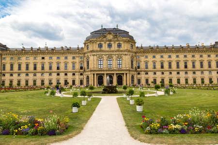 Foto für WURZBURG, GERMANY - JUNE 18, 2016: Residenze Palace in Wurzburg in a beautiful summer day, Germany - Lizenzfreies Bild