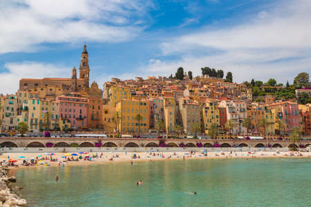 Photo pour MENTON, FRANCE - JUNE 13, 2016:  Colorful old town and beach in Menton on french Riviera in a beautiful summer day, France - image libre de droit