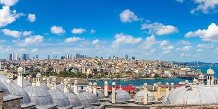 Photo pour Istanbul view, Turkey in a beautiful summer day - image libre de droit
