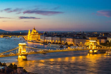Foto für ISTANBUL, TURKEY - JULY 26, 2017: Panoramic view of Budapest and Parliament Building in Hungary in a beautiful summer night - Lizenzfreies Bild