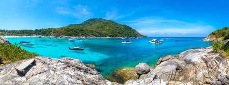 Photo pour Panorama of Racha (Raya) resort island near Phuket island, Thailand in a summer day - image libre de droit
