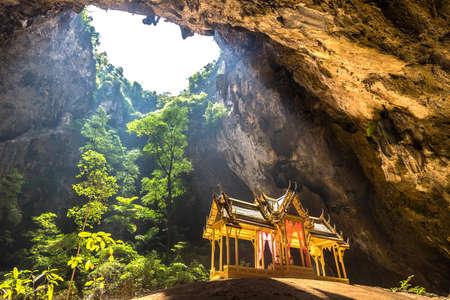 Photo pour Royal pavilion in Phraya Nakorn cave, National Park Khao Sam Roi Yot, Thailand in a summer day - image libre de droit