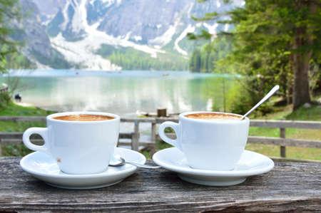 Photo pour cappuccino at the lake - image libre de droit