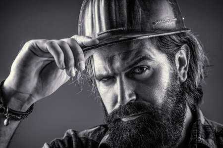 Photo pour Man builders, industry. Builder in hard hat, foreman or repairman in the helmet. Building, industry, technology - builder concept. Black and white - image libre de droit