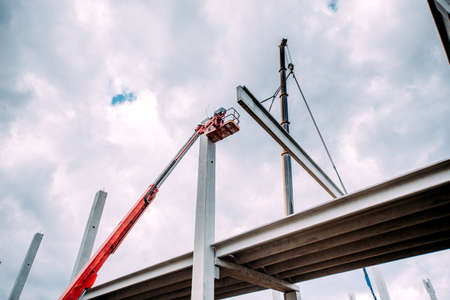 Photo pour Details of construction site with crane lifting prefabricated concrete framework - image libre de droit