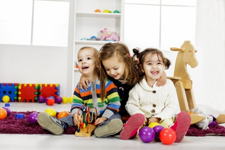 Photo pour Kids playing in the room - image libre de droit