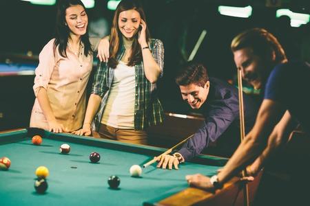Photo pour Young people playing pool - image libre de droit