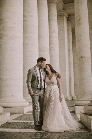 Foto de Young wedding couple in Vatican, Rome, Italy - Imagen libre de derechos