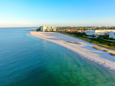 Photo pour Aerial view of St Pete beach and resorts in St Petersburg, Florida USA - image libre de droit
